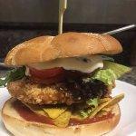 nydelig og crispy kyllingburger på menyen