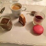 Gâteau de saint Jacques  Nems de canard confit à la coriandre  Café gourmand