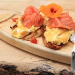Scrambled eggs with smoked salmon on croissant