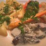Gesottenes Rindfleisch mit Sahnemeerettich, Salzkartoffeln und Gemüse