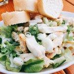 Salat mit Hähnchenfiletstreifen