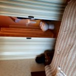 Hotel absolument deguelasse!!!! Vous trouvez sur ses photos le dessous du lit et des meubles