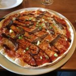 Peking pizza-duck in hoi sin sauce with spring onion. Innovative and delicious 👏🏻