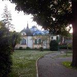 Esta es la parte trasera del hotel, desde los jardines del Danubio
