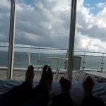 vue mer allongés sur le lit