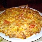 Pizza Mantxua y patatas 3 salsas