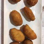 croquetas de jamón, bacalao, mondango y cabrales
