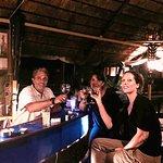 Bar de soirée face à l'océan