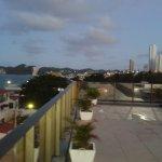 Grande terraço superior com lazer e bela vista do entorno.