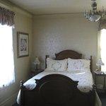 queen bed with bureau and en suite