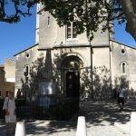 """Une église """"reconvertie"""", avec au fronton l'inscription République Française"""