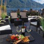 aperitivo in riva al lago