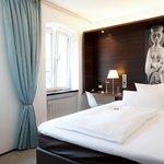 Einzelzimmer mit 140cm großem Bett