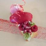 Framboise déclinée en sorbet, macaron, fraîches.....
