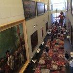по этому коридору можно пройти бесплатно, не покупая билет в музей