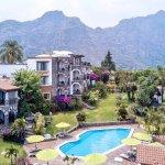 La combinación perfecta: bello hotel, alberca, jardines y montañas!