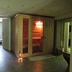 Espace détente privatif, sauna avec ambiance intime aux bougies, tout est au top