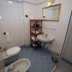 Bathroom. Bagno.