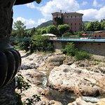 Hôtel vu de l'autre rive de la Volane