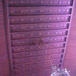 Il soffitto di legno intarsiato