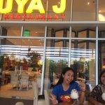 Foto de Kuya J Restaurant