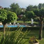 Vue piscine & parc