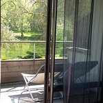 la terrasse privative qui fait la longueur de la chambre environ 10 ml