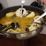 Merlu Koskera : Merlu, moules, palourdes, pommes de terre, asperges vertes, petits pois, oeufs