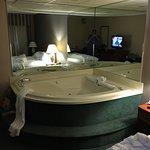 Photo de Holiday Inn Express Warren
