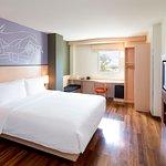 Photo de Ibis Vientiane Nam Phu Hotel