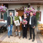 """Die Brauerei Auerbräu zeichnet den Gasthof Hinterwirt mit dem """"Stern der Gastlichkeit"""" aus Seit"""