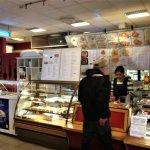 Stedet har veldig mange kinesiske retter, noen få norske og et lite utvalg i sushi