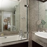 The Pelham Hotel  - Deluxe Room - Bathroom