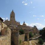 ' ' from the web at 'https://media-cdn.tripadvisor.com/media/photo-l/0f/81/58/d0/la-muralla-de-segovia.jpg'