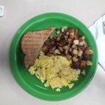 I slice toast w/breakfast; small grits