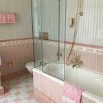 Nice tub/shower