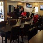 Frühstücksraum und Hoteleingang