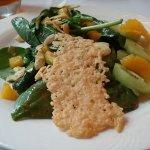 spinach salad w/mango and kiwi