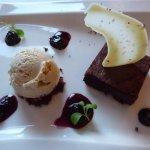 lecker Chili- Schokoladenküchlein mit Vanilleeis und Rosa Pfeffer