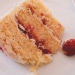 Raspberry ripple cake (gluten free)