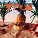 Tom : poulet grillé, raclette au lait cru, ananas rôti, sauce coco-curry, noix de cajou...