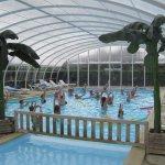 piscine intérieure chauffée - Camping le Point du Jour Merville-Franceville Normandie