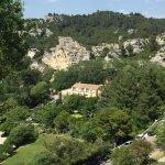 Vue depuis les Baux de Provence sur l'hôtel (partie historique)