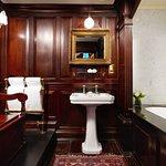 The Gore Hotel - Signature Suite Bathroom