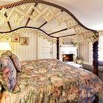 Room #5 - Queen Fireplace Room