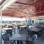 Lindy's Beach Club: deck seating
