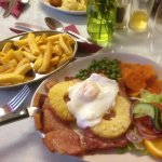 Gammon, Egg & Pineapple with Chips