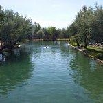 lago termal alrededor del hotel
