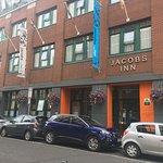 Photo de Jacobs Inn Hostel