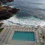 vue de la chambre sur la piscine d'eau de mer